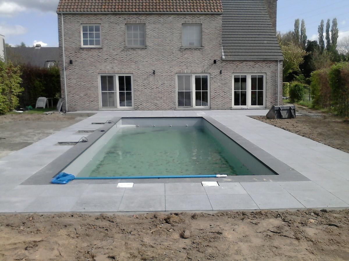 Ontwerp en aanleggen van moderne tuin met zwembad u for Zelf zwembad aanleggen kostprijs